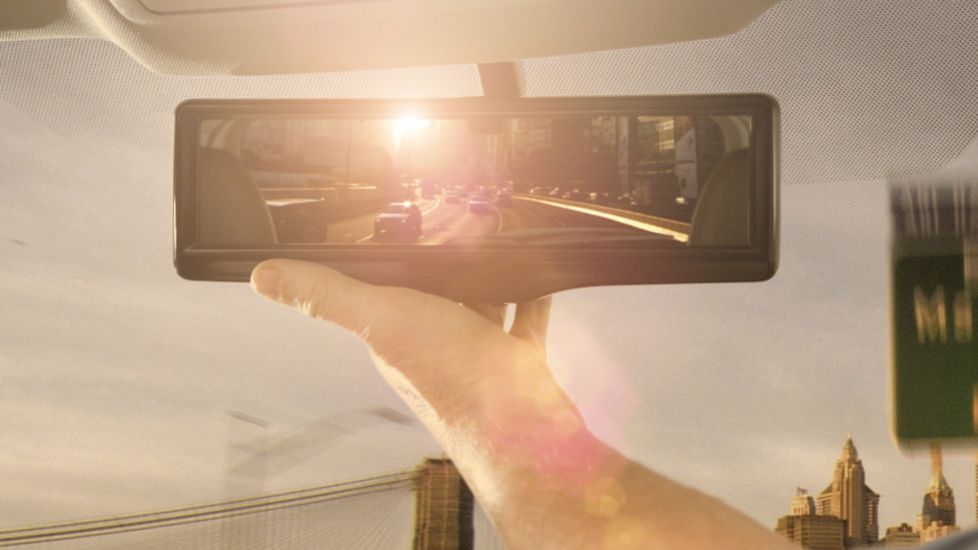 Normal mode of rearview mirror under bright light