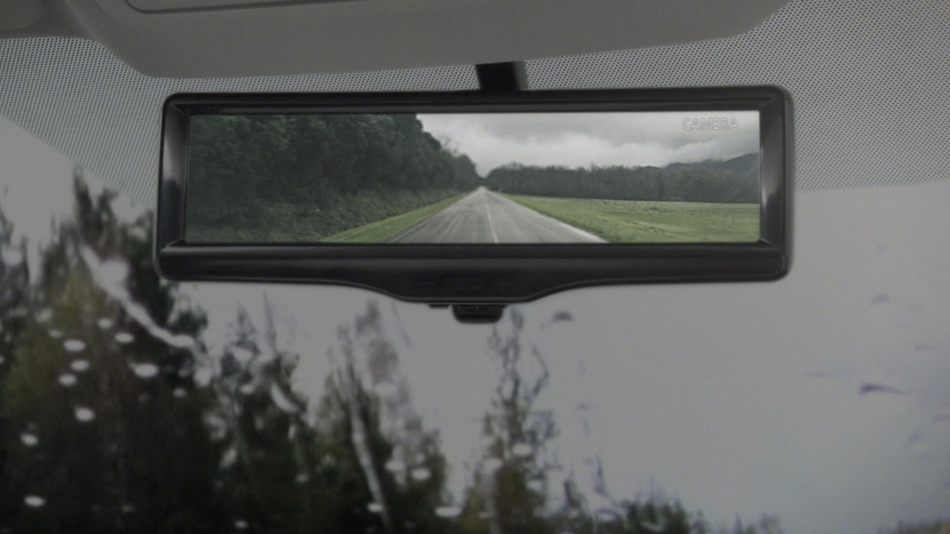 Smart rearview mirror in raining conditions
