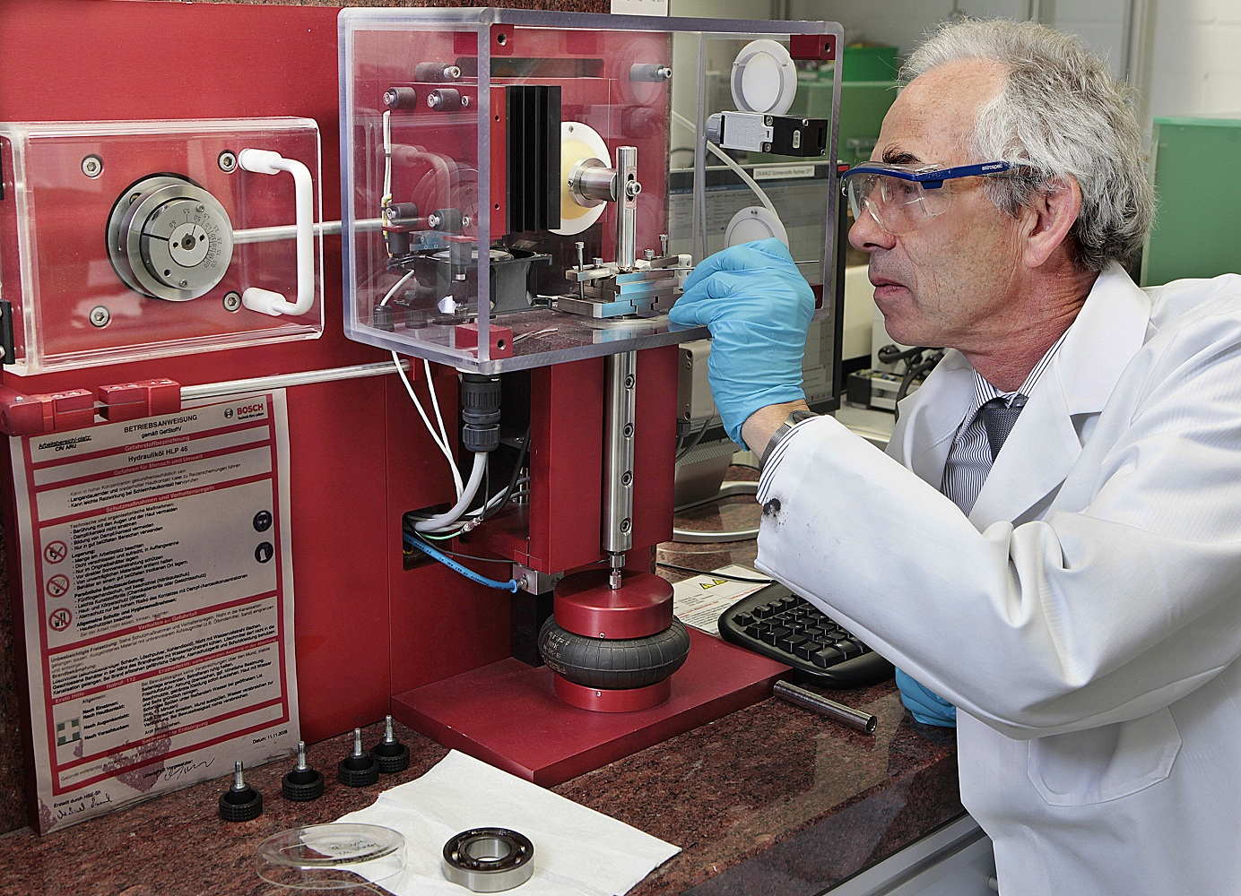Dr. Gerd Dornhöfer in the research laboratory