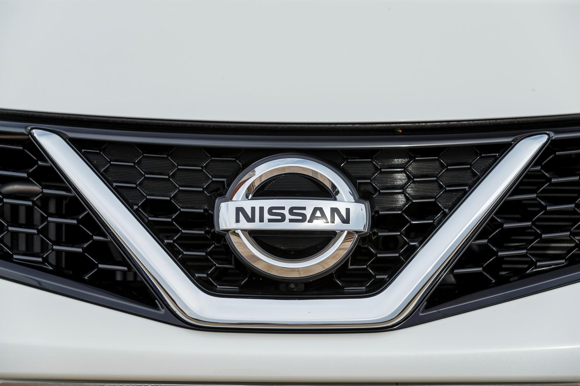 Caméra de la Nissan Pulsar front située dans la calandre