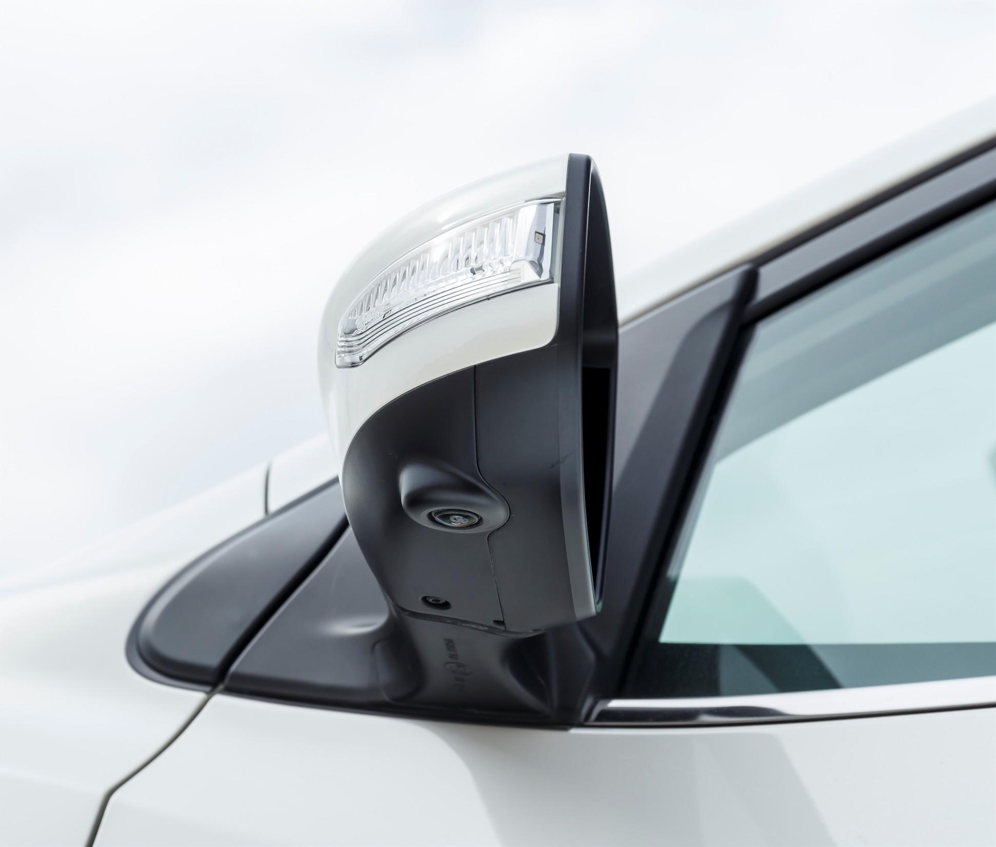 Caméra de la Nissan Pulsar situé dans le rétroviseur extérieur