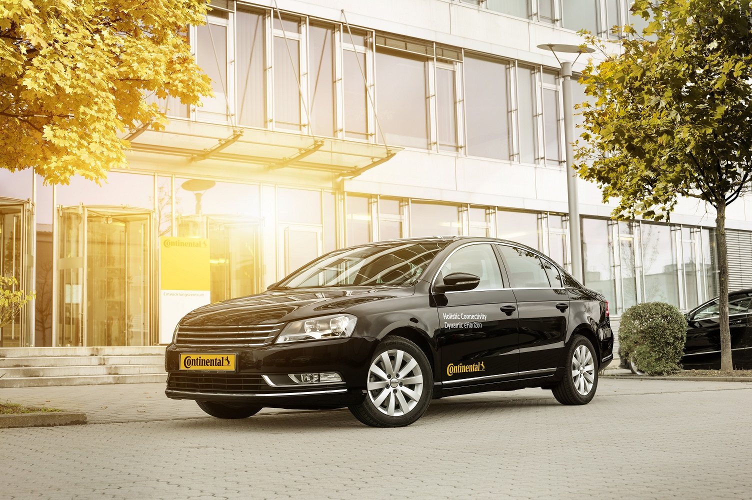 Continental tests the dynamic electronic Horizon (eHorizon) on the road for the first time.