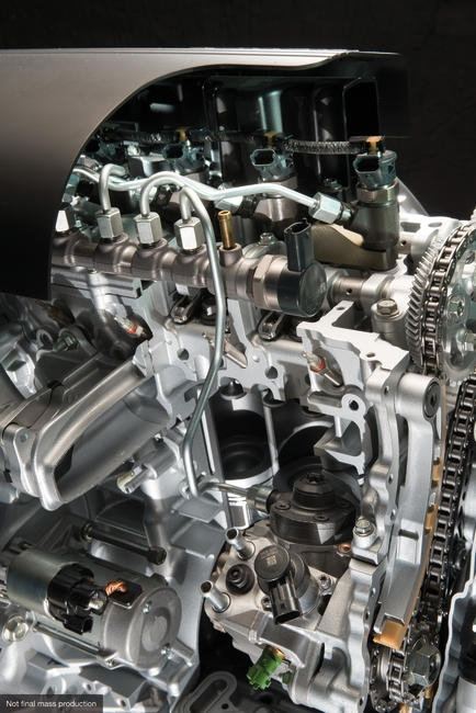 Fuel injection system and cylinder head of i-DTEC engine