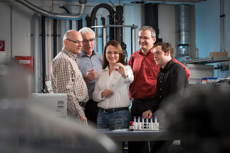 Researchers at Fraunhofer IWM working on liquid crystal lubricant