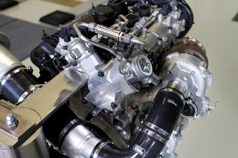 Double pompe à carburant et turbocompresseurs