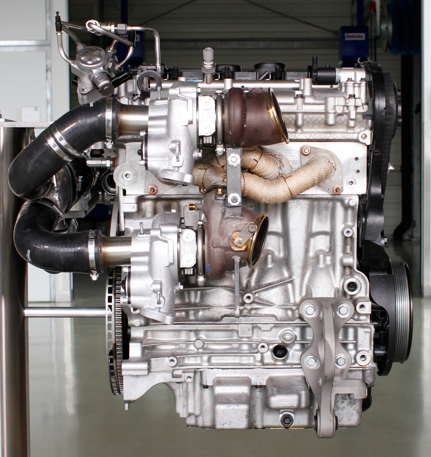 Volvo Drive-E 450 hp High Performance Engine - Four Cylinder Triple Boost Technology