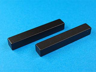 Heavy rare earth-free magnet