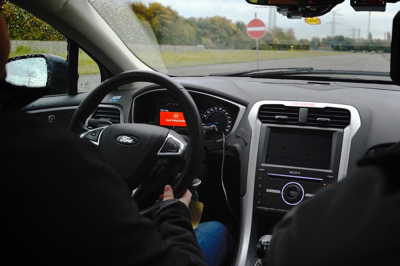 Alerte de conduite à contre-sens Ford
